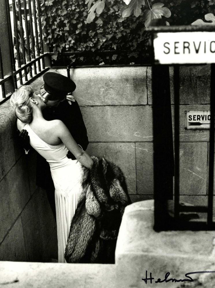 Lot #1139: HELMUT NEWTON - Maitresse et chauffeur, Paris - Original photolithograph