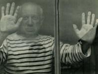 Lot #254: ROBERT DOISNEAU - Picasso a Vallauris, 1952 - Original vintage photogravure